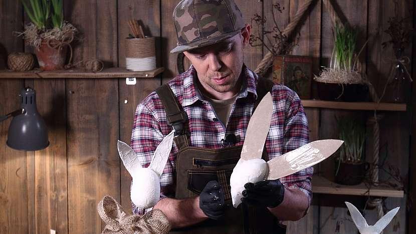 DIY dřevěný zajíc: polepímehlavu i uši zajíce