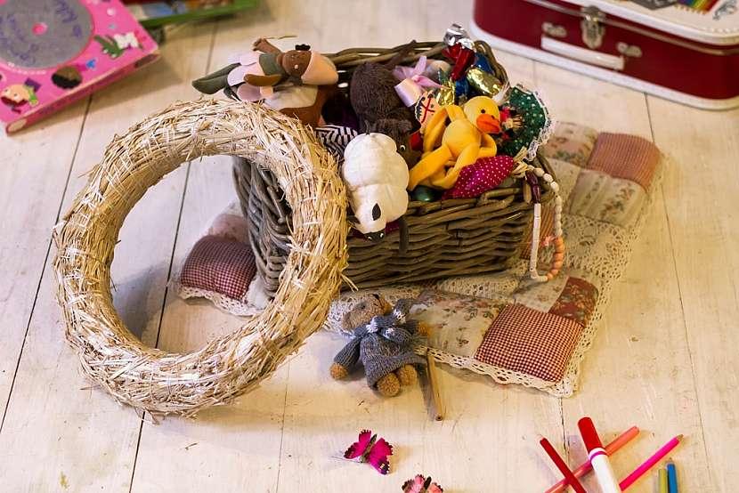 Jak vyrobit báječnou dekoraci do dětského pokoje: Věnec z hraček 2