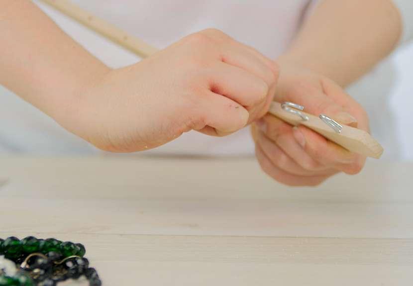 Jak vyrobit šikovný věšák na šperky: Ramínko trochu jinak 2
