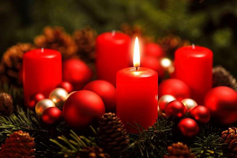 1. svíčka na věnci
