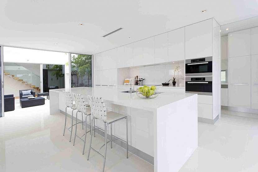 Světlá kuchyň