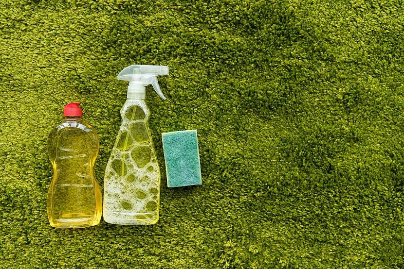 K čištění silikonových forem potřebujete v prvé řadě pořádný saponát s odmašťovačem a neabrazivní houbu