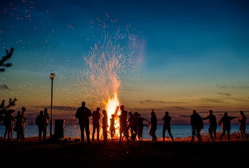 Oheň a vatra