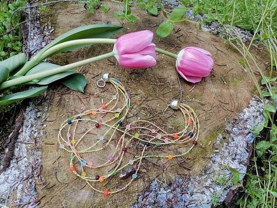 Vyrobte si svěží letní náhrdelník z rokajlu (Zdroj: Silva Pokorná)