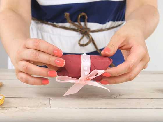 Jak vyrobit malou dárkovou krabičku z roličky od toaletního papíru 1