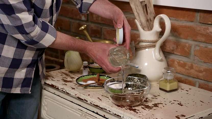 Přidejte kokosový olej, který má antibakteriální účinky