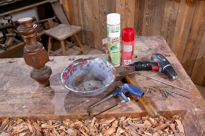 Nářadí a potřeby pro výrobu muchomůrky na zahradu