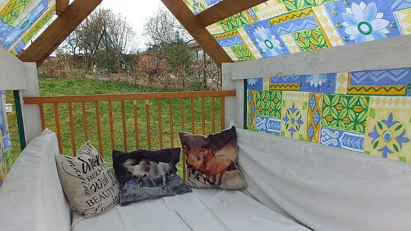 Zahradní domeček z palet: nakonec vybavíme interiér