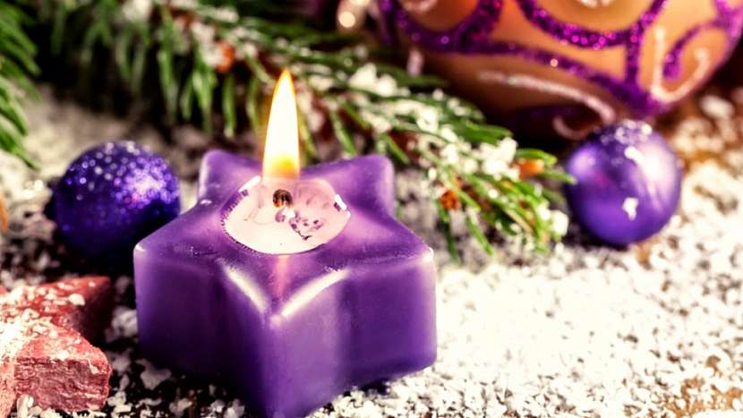Plamen svíčky hoří teplotou až několik set stupňů Celsia