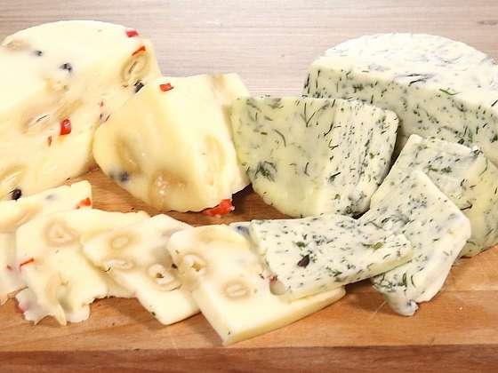 Domácí polotvrdý sýr je opravdu lahůdka