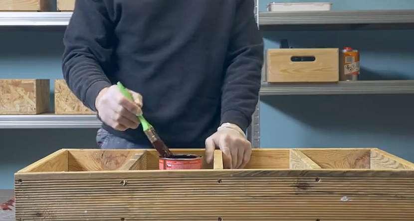 Kuchyňský dřevěný věšák: věšák natřete