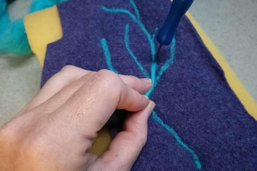 Návleky na rukavice ze starého svetru 7