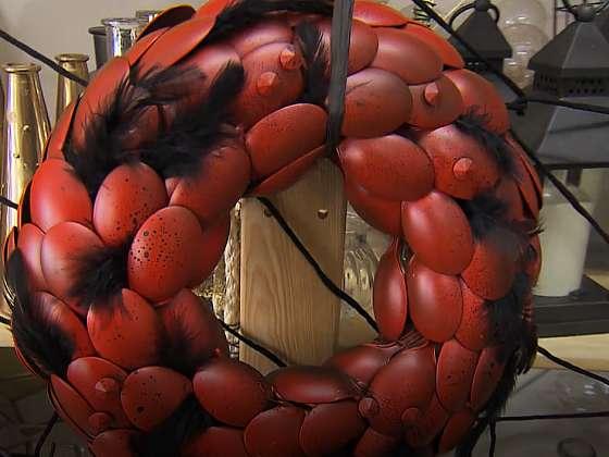 Hallowenský dekorační věnec z plastových lžiček