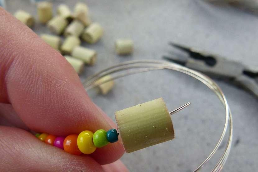 Náramek s korálky z proutků aneb vyrobte si materiál sami 6