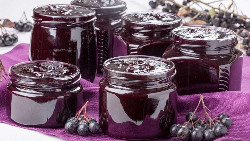 Recept na pečené černé jeřabiny ve sladké šťávě