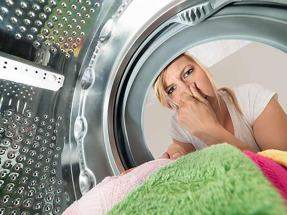 Zápachu z pračky se vyhnete pravidelným čištěním (Zdroj: Depositphotos (https://cz.depositphotos.com))