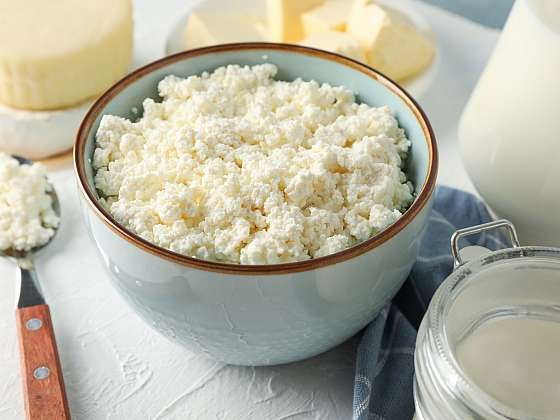 Čerstvý sýr v létě božsky chutná (Zdroj: Depositphotos)