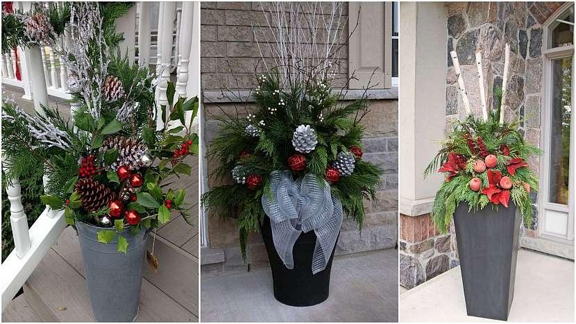 Vánoce přede dveřmi: obří vázy