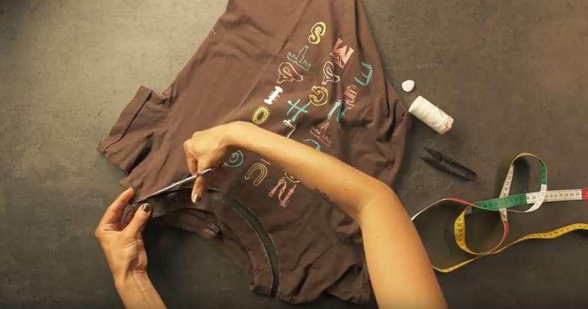 Nákupní taška ze starého trička: odstřihněte lemy