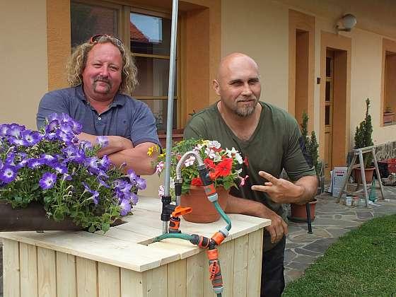 Opláštění zahradního sudu na vodu (Zdroj: Prima Doma Media)
