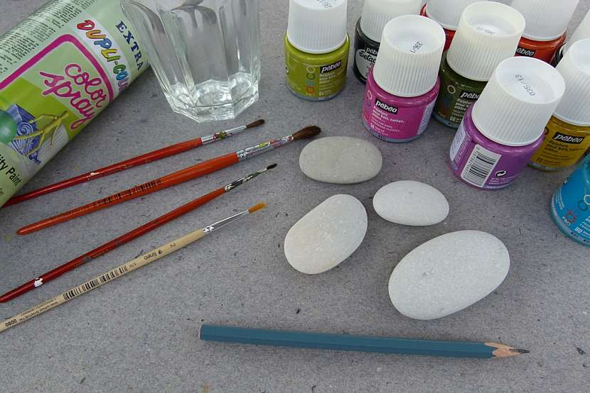Broučci z oblázků aneb Jak vyrobit roztomilá těžítka na ubrus i dekoraci 2