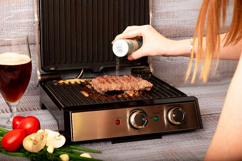 Vaření bez sporáku usnadní elektrický přenosný gril do bytu