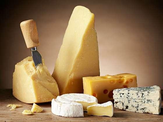 Není sýr jako sýr. Pojmenujete správně různé druhy sýru? (Zdroj: Depositphotos (https://cz.depositphotos.com))