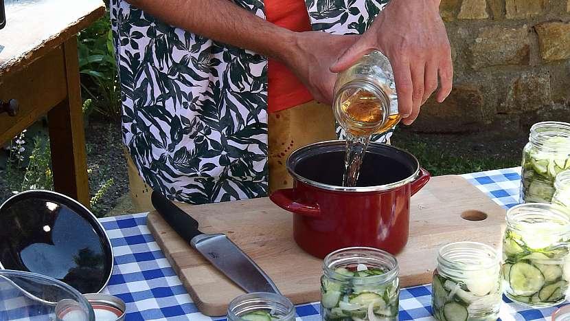 Recept na americké okurky: uvaříme si pikantní nálev na okurky