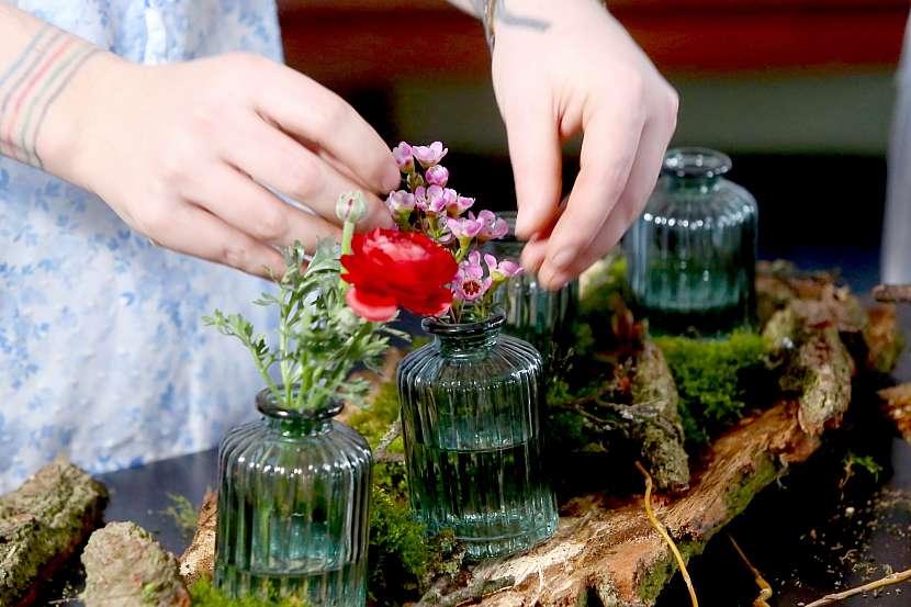 Aranžování květin do sklenic