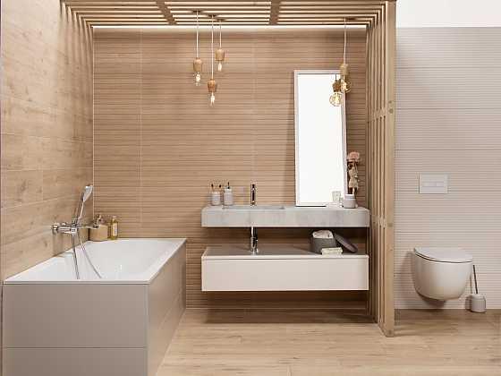 Dekor dřeva ve světlých neutrálních odstínech působí měkce (Zdroj: Siko Koupelny )