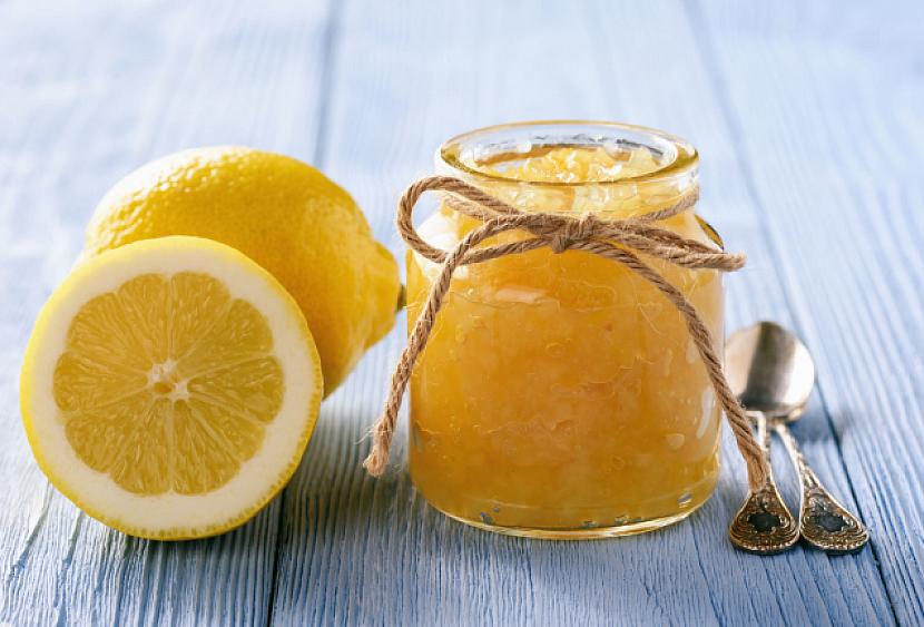Při výrobě citronové chia marmelády použijte Třtinový želírovací cukr 4:1 od Labety