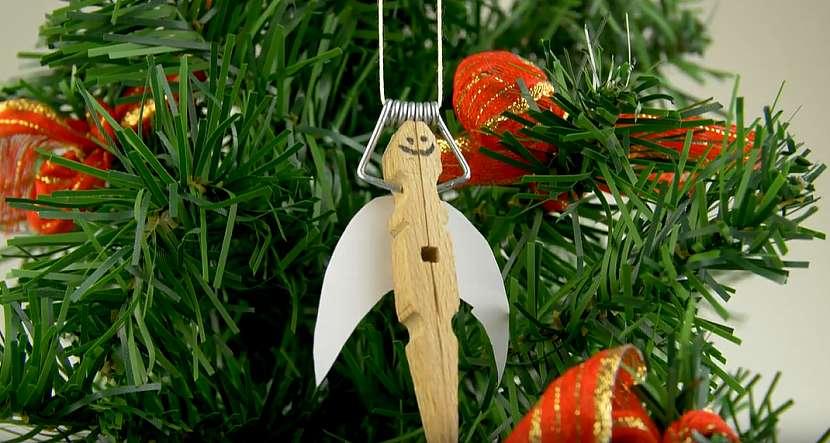 Andělská ozdoba na vánoční stromek