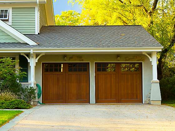 Vybíráte nová vrata do garáže a nevíte, pro jaká se rozhodnout? (Zdroj: Depositphotos)