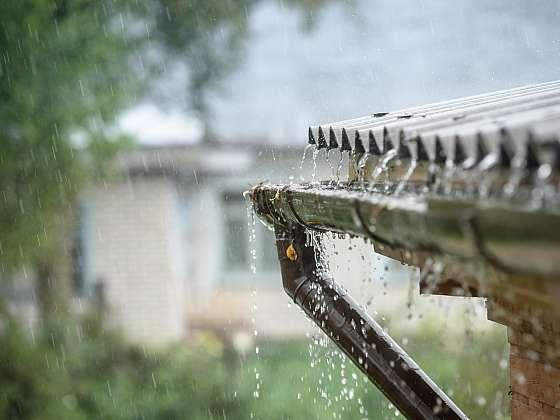 Využívejte dešťovou vodu po celý rok, nasbírejte si jí do zásoby (Zdroj: Depositphotos)