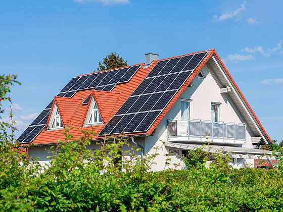 S fotovoltaickou elektrárnou dlouhodobě ušetříte na pravidelných výdajích za energie (Zdroj: Depositphotos)