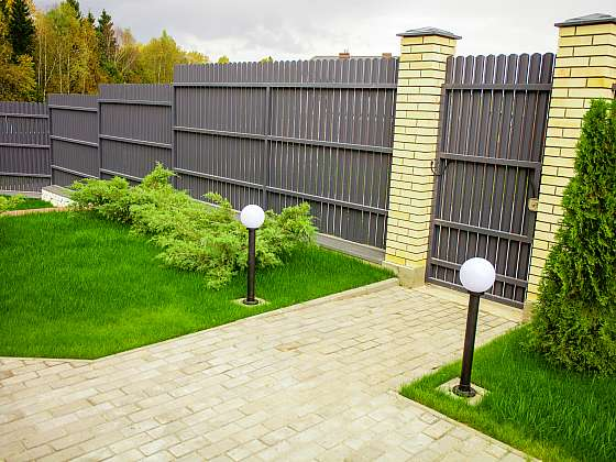 Stavba plotu a její pravidla (Zdroj: Depositphotos)